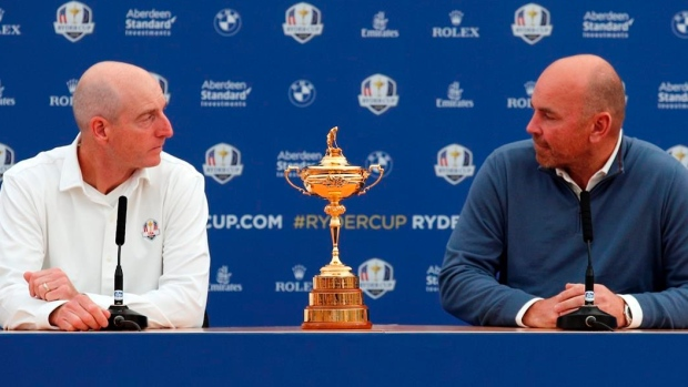 jim-furyk-and-thomas-bjorn-with-the-ryder-cup.jpg