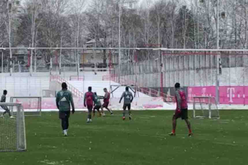 Bayern_Liverpool_snow_training.jpg